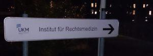 Schild_Rechtsmedizin (2)_033